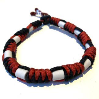 rood zwart rond,, anti tekenband, tekenband hond, keramische kralen, paracord
